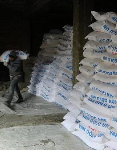 Şemdinli'de, iş insanı Özel'den 2 bin 500 aileye un yardımı
