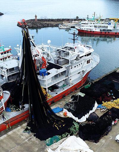 Trabzon'da ağlar toplandı, gemiler limana yanaştı