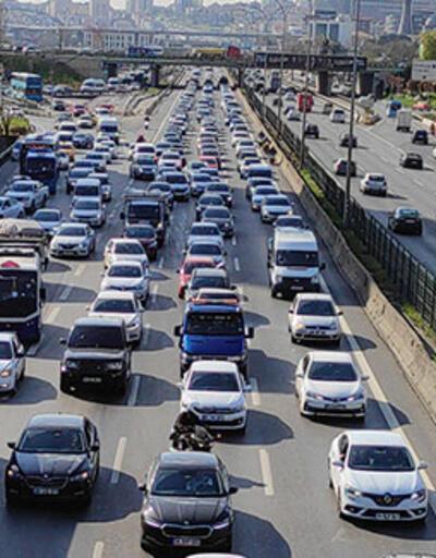 Kısmi kapanmaya  dakikalar kala trafik yoğunluğu