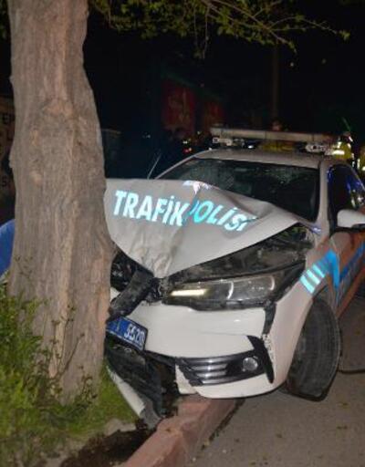 Polis aracı kovalamaca sırasında ağaca çarptı: 2 yaralı