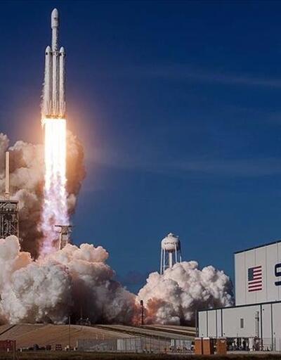 NASA, Ay'a inecek kapsülün inşası için SpaceX'i seçti