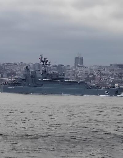 İki Rus savaş gemisi Boğaz'dan geçti