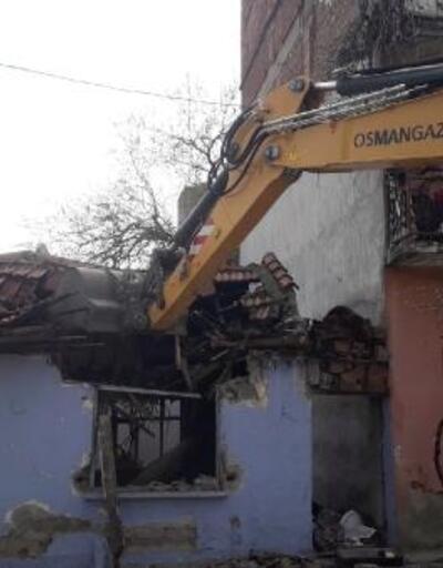 Osmangazi Belediyesi metruk binaları yıkmaya devam ediyor