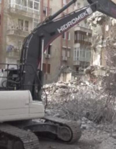 Bina yıkımı komşuları korkuttu