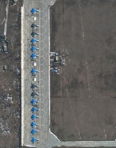 Uydu fotoğrafları paylaşıldı: Rusya sınıra asker ve uçak yığıyor