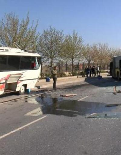 İETT otobüsü park halindeki midibüse çarptı: 1 yaralı