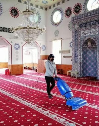 Finike'de, cami ve mescitlere Ramazan temizliği