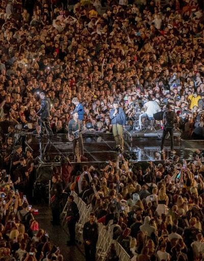 Salgınla mücadele sonrası normale dönen Yeni Zelanda'da 50 bin kişilik konser