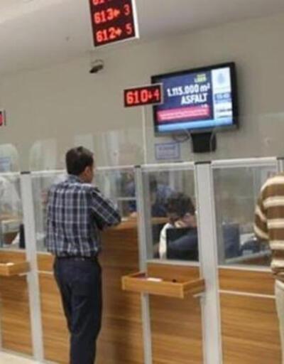 SON DAKİKA: Bankalar PTT'ler yasaktan muaf mı? Cuma günü bankalar açık mı, postaneler kapalı mı?