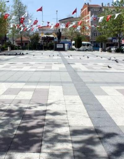Tam kapanma sürecinde Manyas'ta meydanlar ve sokaklar boş kaldı