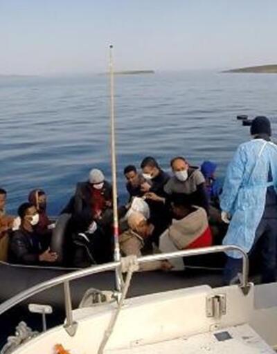 Yunanistan'ın Türk karasularına ittiği 63 kaçak göçmen kurtarıldı