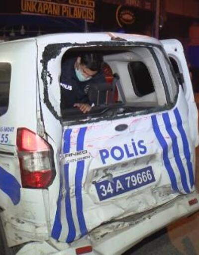 Sultangazi'de minibüs polis aracına çarptı: 3 yaralı