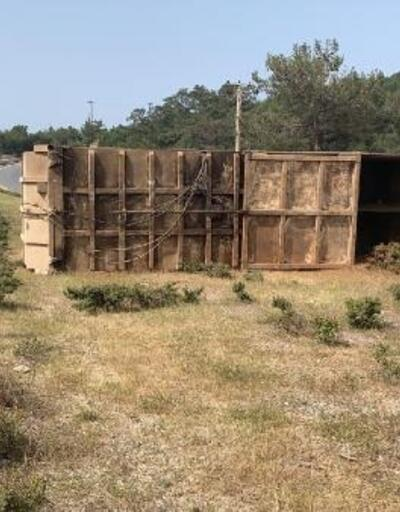 Bodrum'da TIR devrildi: 1 yaralı