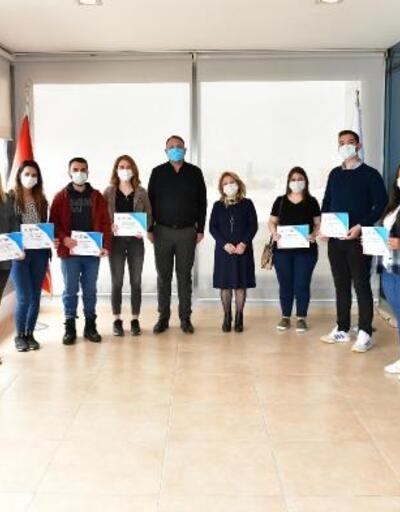 Çiğli'de eczacılık eğitimini tamamlayan 75 kursiyere sertifika