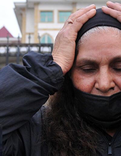 Kızı öldürülen anne savcının talebini duyunca mahkeme heyetinin önünde diz çöktü