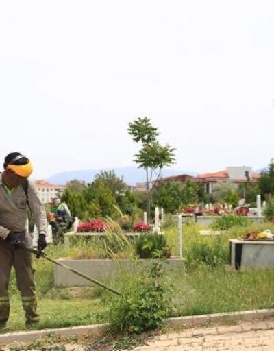 Denizli'deki mezarlıklarda temizlik yapıldı