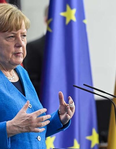 Merkel'den açıklama: Üçüncü dalgayı kırmış görünüyoruz