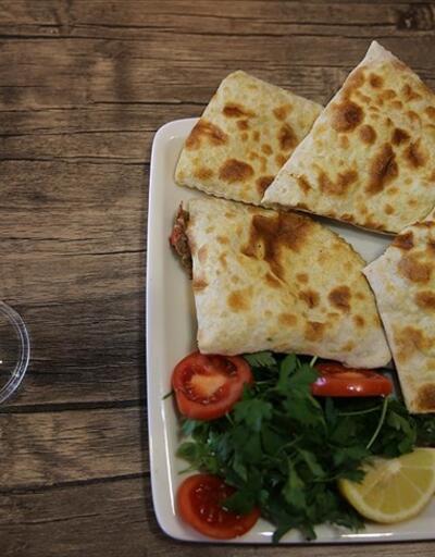 Mardin'in tescilli lezzeti 'sembusek' iftar sofralarını lezzetlendiriyor