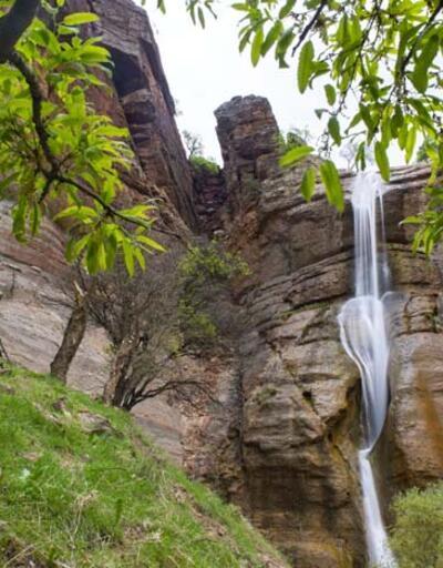 Doğa harikası 'Çırtan Şelalesi' ilkbaharda bir başka güzel