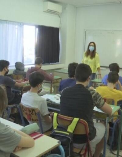 Yunanistan'da okullar açıldı