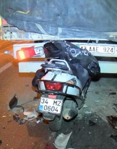Motosiklet, TIR'a ok gibi saplandı: 1 ölü, 1 yaralı