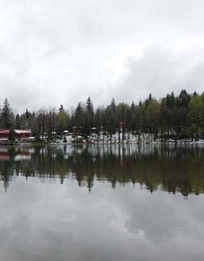 Doğa harikası Borçka Karagöl mayısta yağan karla beyaza büründü