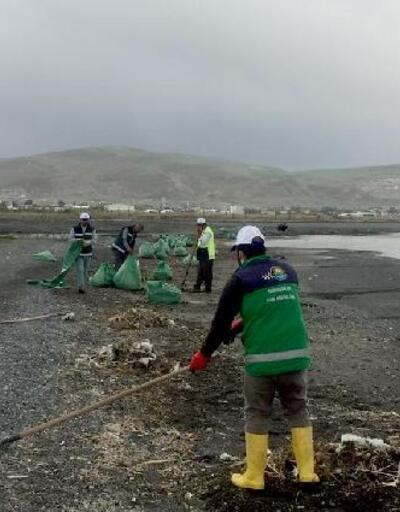 Van Gölü sahillerinde çöp temizliği