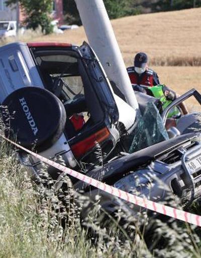 Korkunç kaza! Otomobil ikiye bölündü