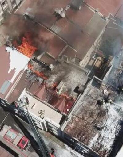 Rami'de binanın çatısı alev alev yandı