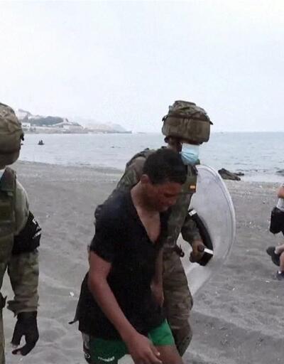Çoğu Faslı binlerce göçmen Ceuta'ya akın etti