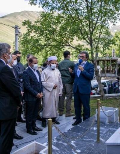 Van'daErmeni çetelerinin katlettiği150 kişi içinşehitlik