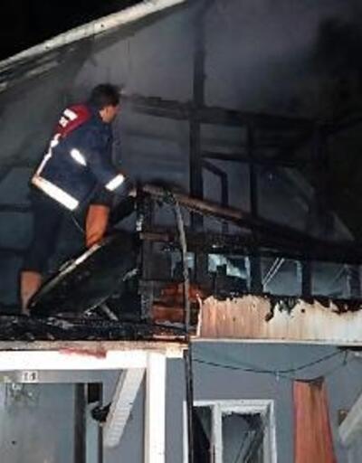 Tek katlı evin çatısı yandı