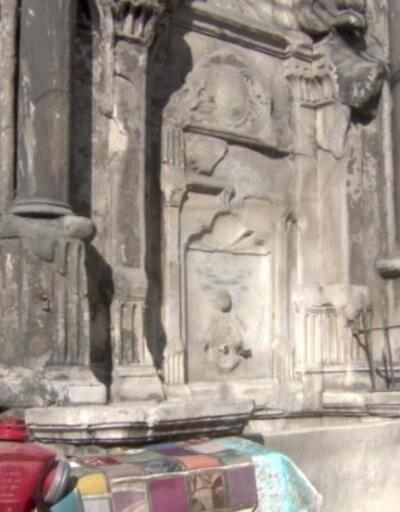 270 yıllık tarihi çeşme yıkılacak durumda