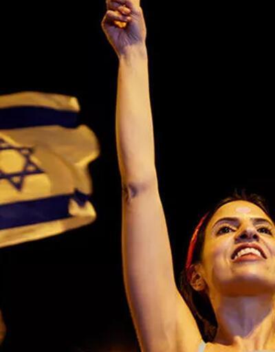Netanyahu karşıtlarından kutlama!