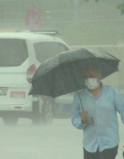 İstanbul'u yine yaz yağmuru vurdu