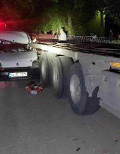 Hafif ticari araç park halindeki TIR'a çarptı: 1 yaralı