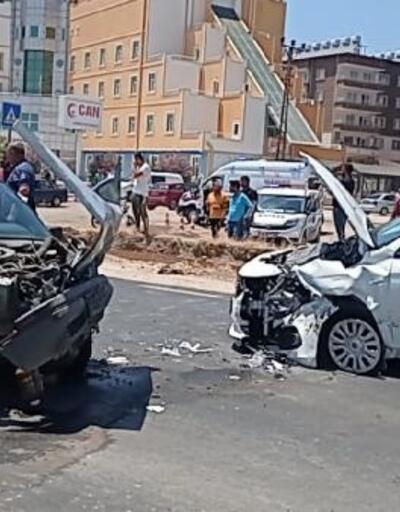 Hatay'da otomobiller çarpıştı: 4 yaralı