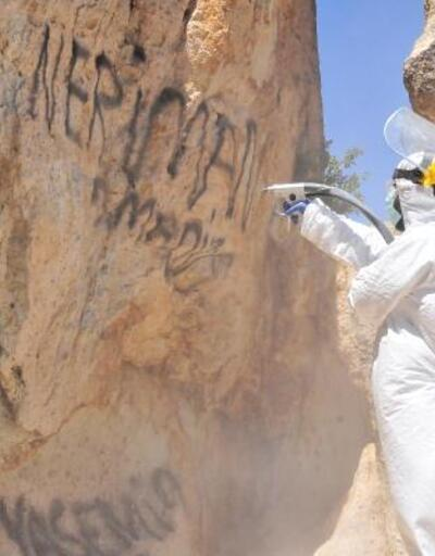 Peribacaları, 'mikro kumlama' tekniğiyle temizleniyor