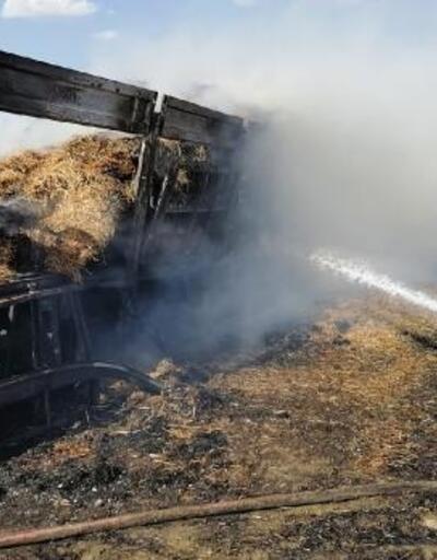 Saman balyası yüklü kamyon yandı