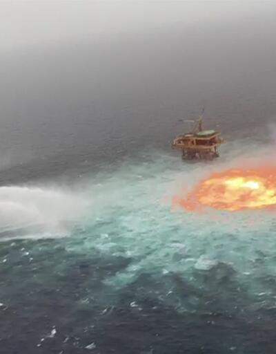 Okyanus yüzeyinde yangın