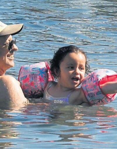 Kaan Tangöze ve Kıvılcım Ural'ın kızı İlayda'nın denizle sınavı