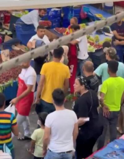 Beyoğlu'ndaki pazar yerinde saç saça baş başa kavga kamerada