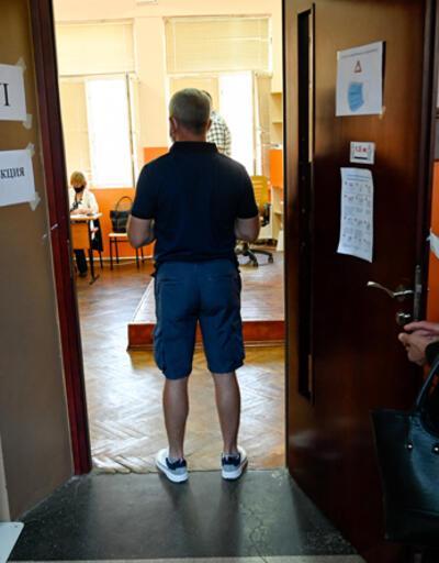 Bulgaristan'daki seçimde iki parti başa baş gidiyor