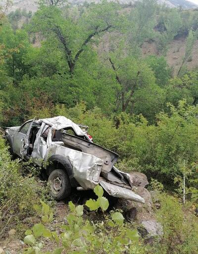 Gümüşhane'de kamyonet şarampole yuvarlandı, 3 kişi yaralandı