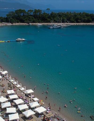 Antalya'da otellerde yer bulamayan, valiyi arıyor