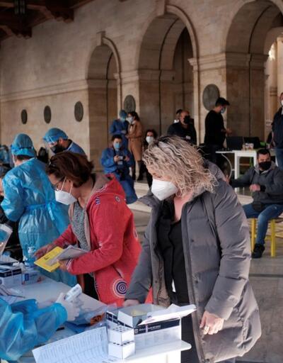 Yunanistan salgına yeniden teslim oldu: Vakalar 10 kat arttı
