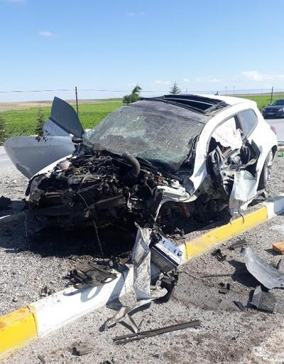 Otomobil bariyere çarptı: 3 yaralı