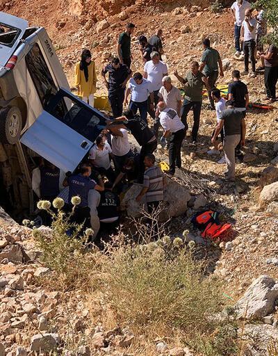 Minibüs menfeze yuvarlandı: 2 ölü, 5 yaralı