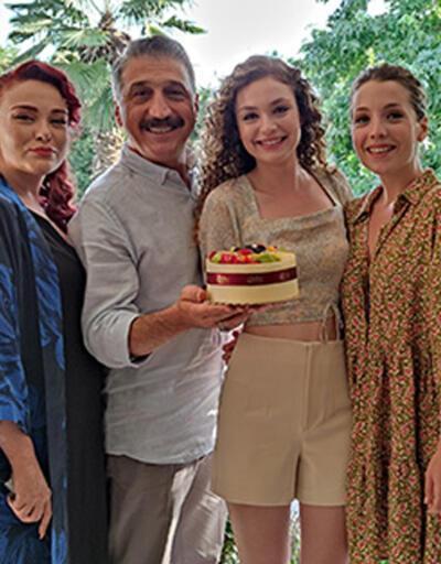Serra Arıtürk'e sette doğum günü sürprizi