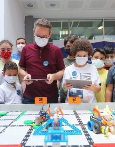 Başakşehir Living Lab'te robotik kodlama eğitimi alan öğrenciler yarıştı